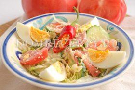 Салат из капусты, огурцов и помидоров