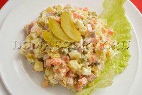 Салат «Оливье» с колбасой - рецепт с фото
