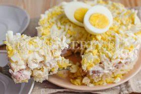 Салат с копченой курицей и картофелем