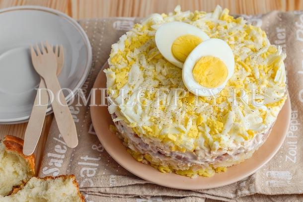 Салат с курицей, картофелем и сыром