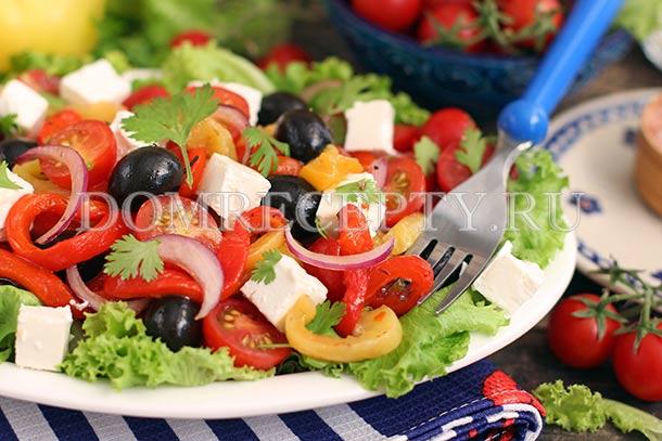 Салат с запеченным перцем и фетой