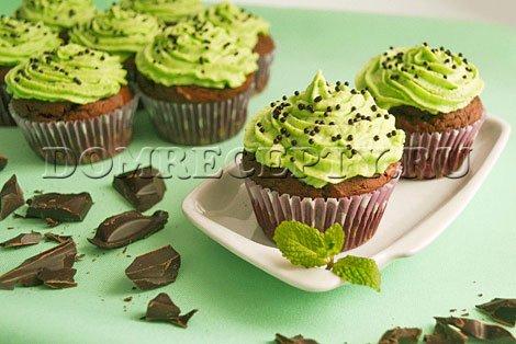 Шоколадные кексы с мятным кремом - рецепт с фото