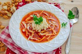 Томатный суп с курицей и помидорами