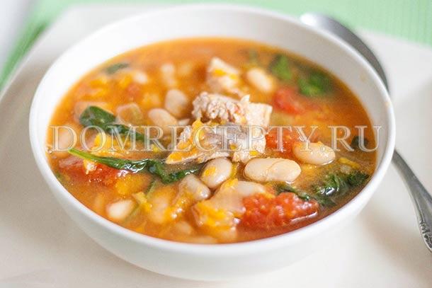 Тыквенный суп со свиными ребрышками и фасолью